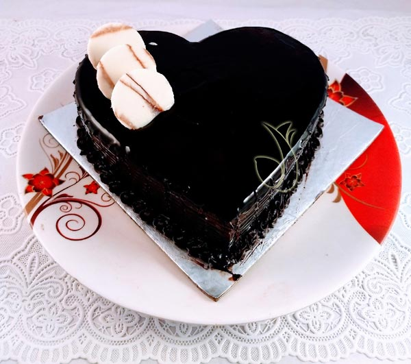 1KG Heartshape Chocolate Truffle Cake cake delivery Delhi