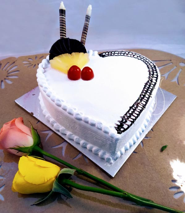 1KG Heartshape Pineapple Cake cake delivery Delhi