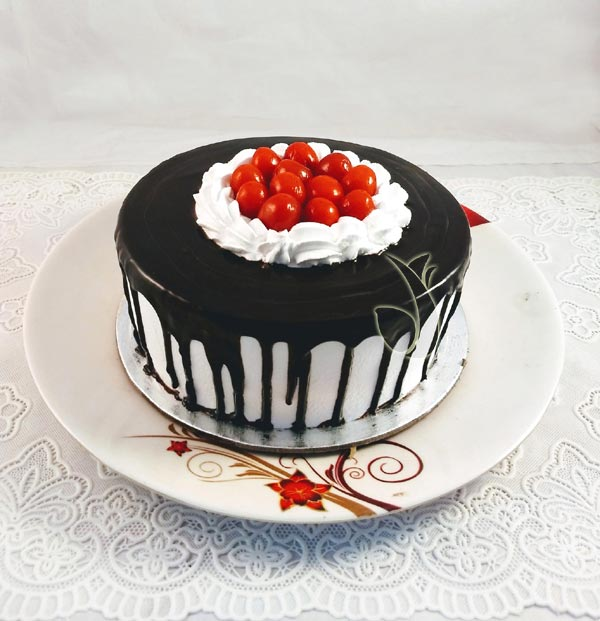 Black Forest Chocolate Sauce Cake cake delivery Delhi
