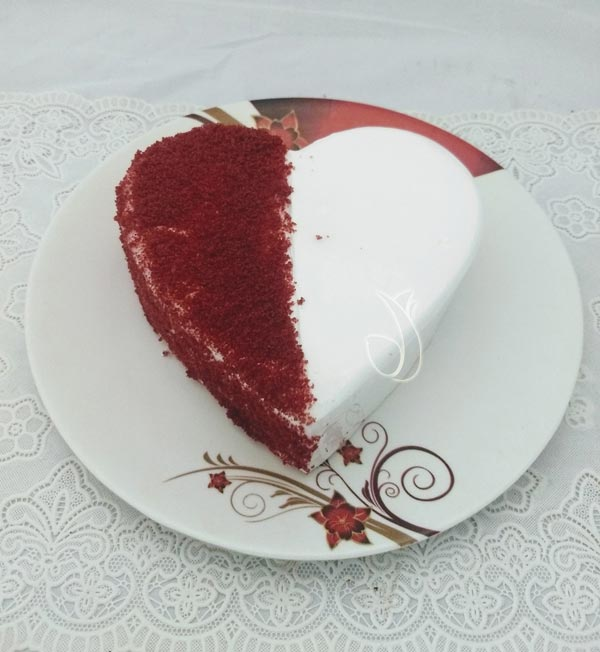 1KG Heartshape Red Velvet Cake cake delivery Delhi
