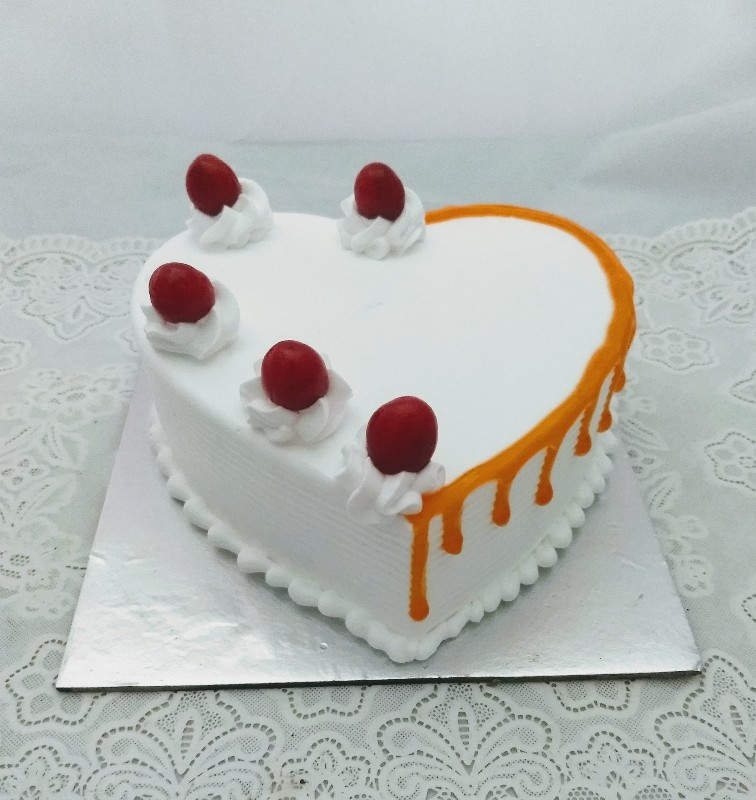 1kg Heart Shape Butterscotch Cake cake delivery Delhi