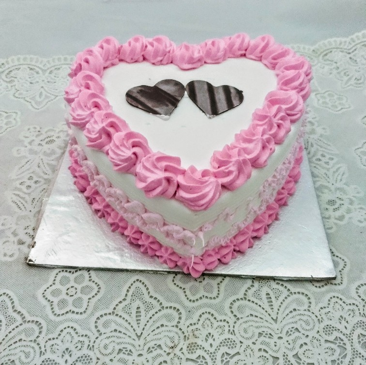 1kg Strawberry Heartshape Cake cake delivery Delhi