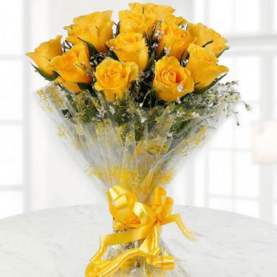 Bright and beautiful Yellow Roses cake delivery Delhi
