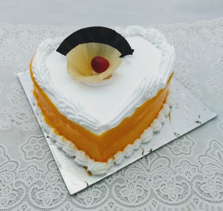 1Kg Pineapple Heart Shape Cake cake delivery Delhi