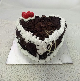 1Kg Heartshape Black Forest Cake cake delivery Delhi