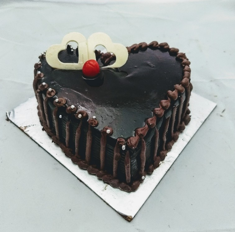 1Kg Heart Shape Chocolate Cake cake delivery Delhi