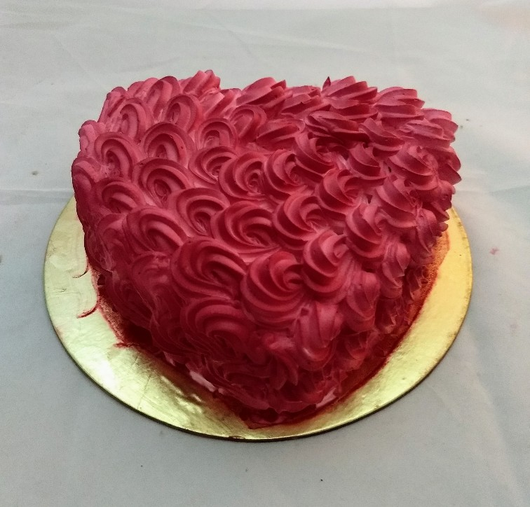 1Kg Red Rose Heartshape Cake cake delivery Delhi