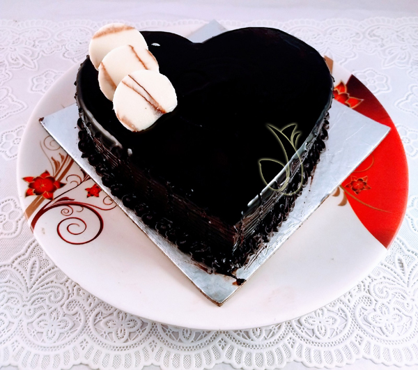 1kg Chocolate Trffle Heartshape Cake cake delivery Delhi