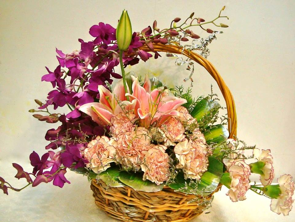 Round Basket Of Mix Flowers Cake Delivery Delhi