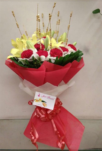 Bunch of Yellow Asiatic Lily & Red Carnation cake delivery Delhi