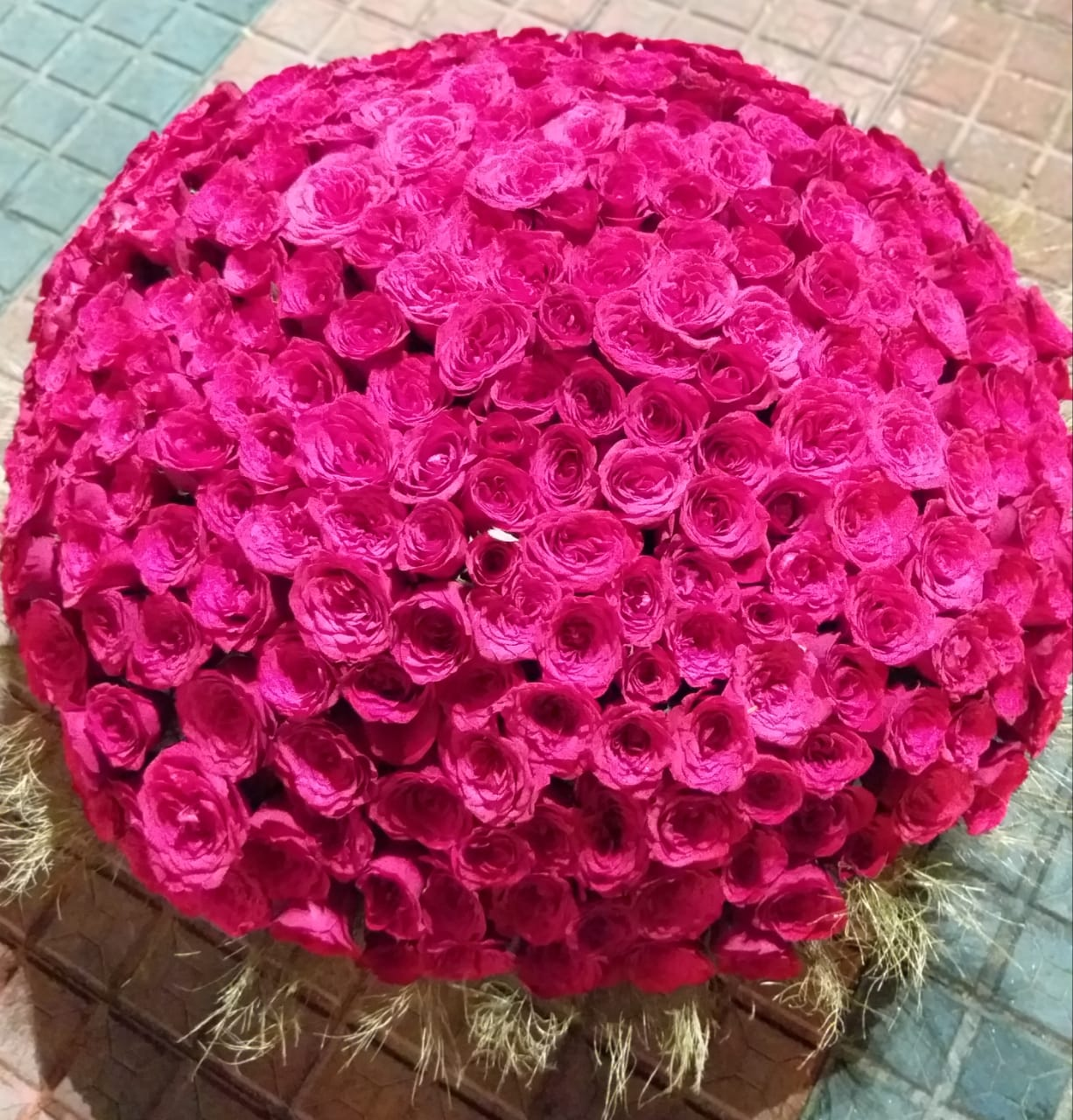 Round Arrangement of Pink Roses cake delivery Delhi