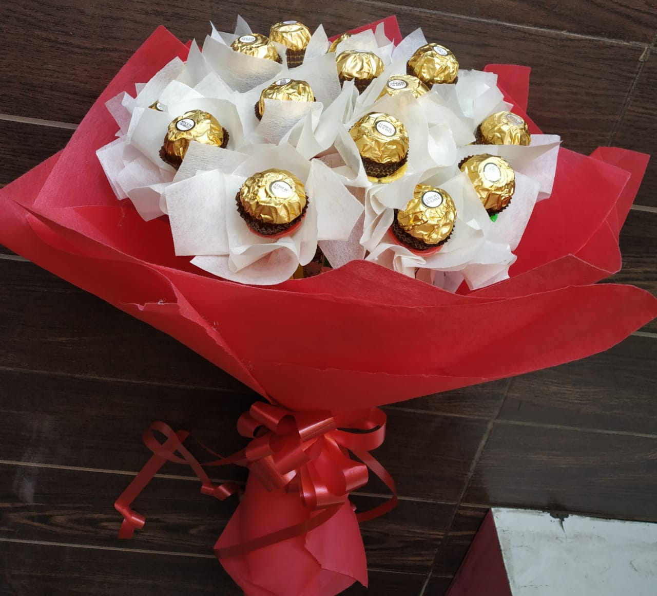 Bunch of Ferrero Rocher cake delivery Delhi