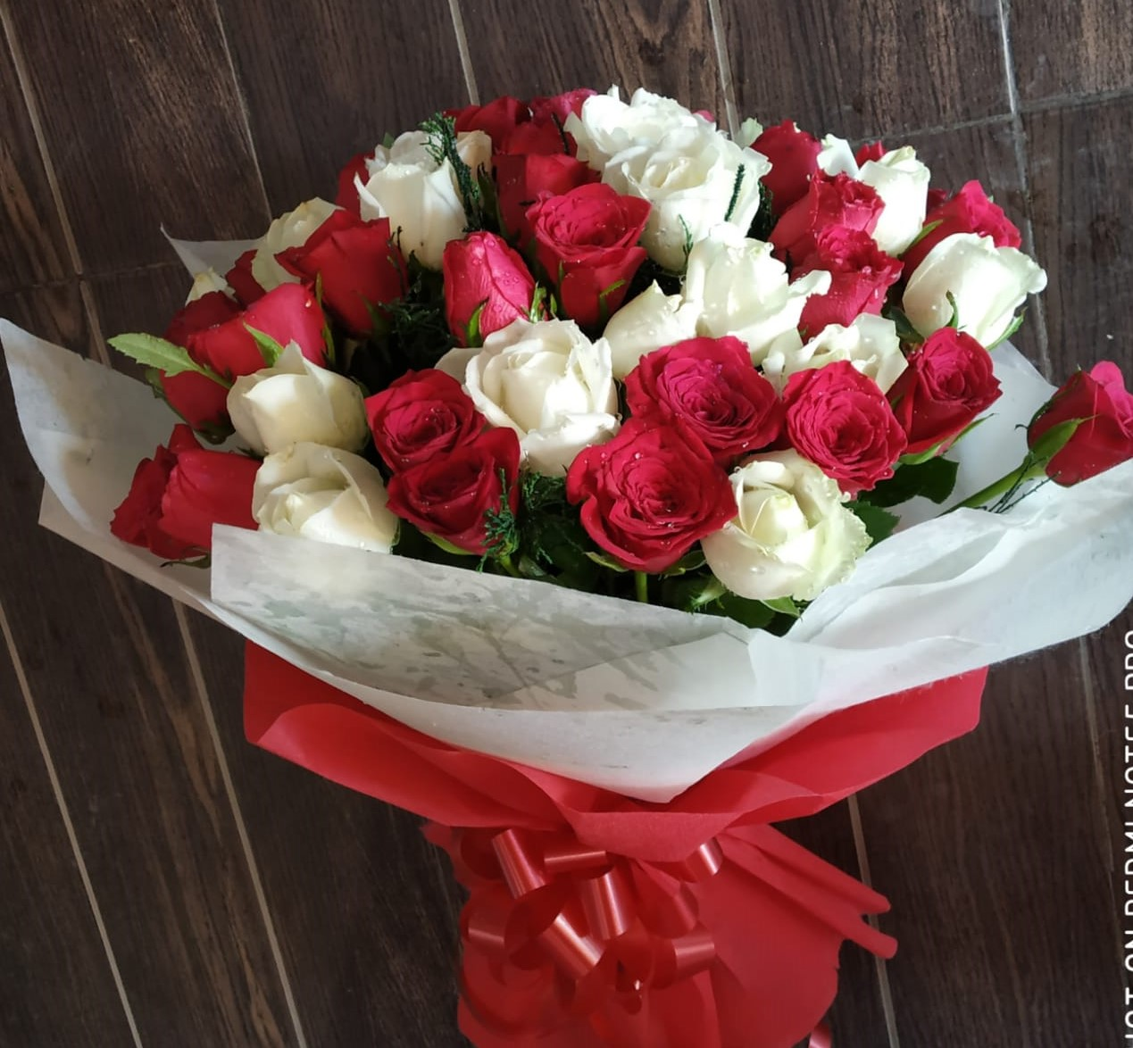 Red & White Roses in Duble Layer Packing cake delivery Delhi