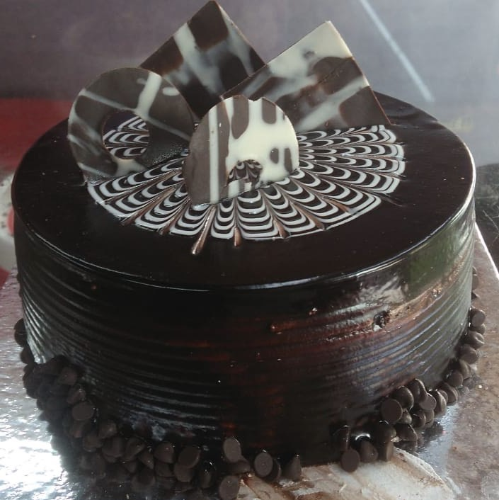 Chocolaty Choco-Chip Cake cake delivery Delhi