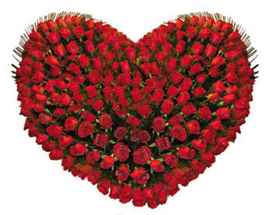 Heart Shape arrangement�of Red roses cake delivery Delhi