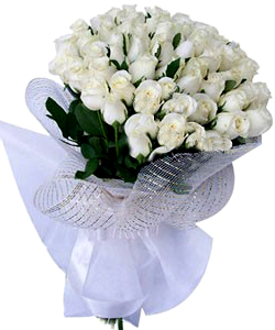 Hand Bunch of 50 White Roses cake delivery Delhi