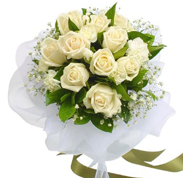 A Bunch of 12 white Roses cake delivery Delhi