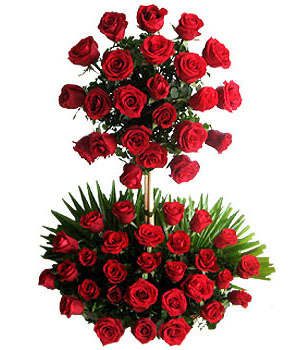 Two Tier Arrangement of 100 red roses cake delivery Delhi