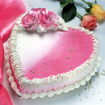1.5kg Heart Shape Strawberry Cake