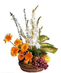 Arrangement of Glads and gerbera with Mix Fruits 2kg cake delivery Delhi